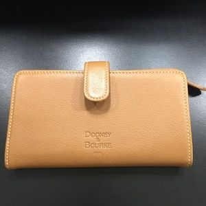 Dooney & Bourke large wallet with zipper